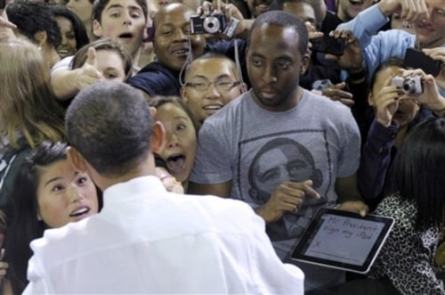 obama signs on the iPad